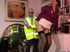 British Whore Gargles Nuvid